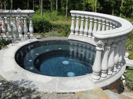 Красивый бассейн.